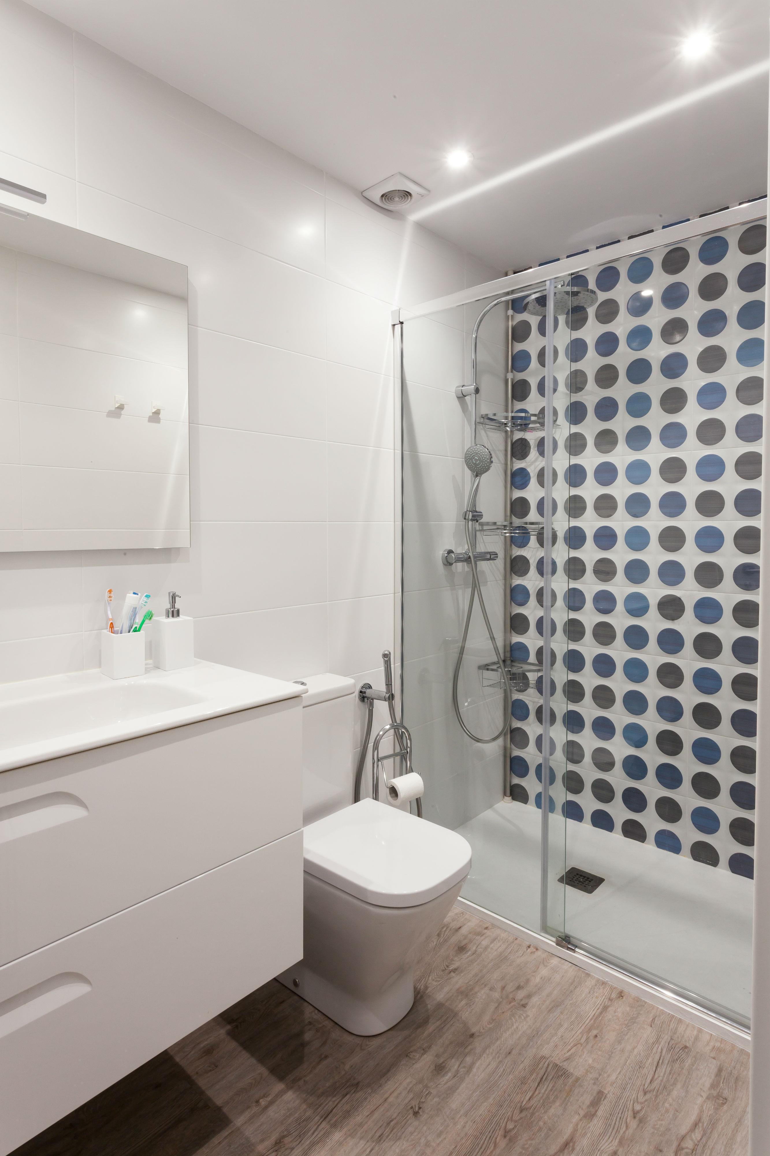 Reforma integral del baño del pasillo de esta vivienda ubicada en Galdakao